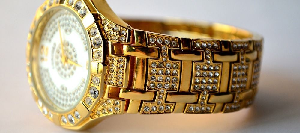 highly-detailed-gold-diamond-watch
