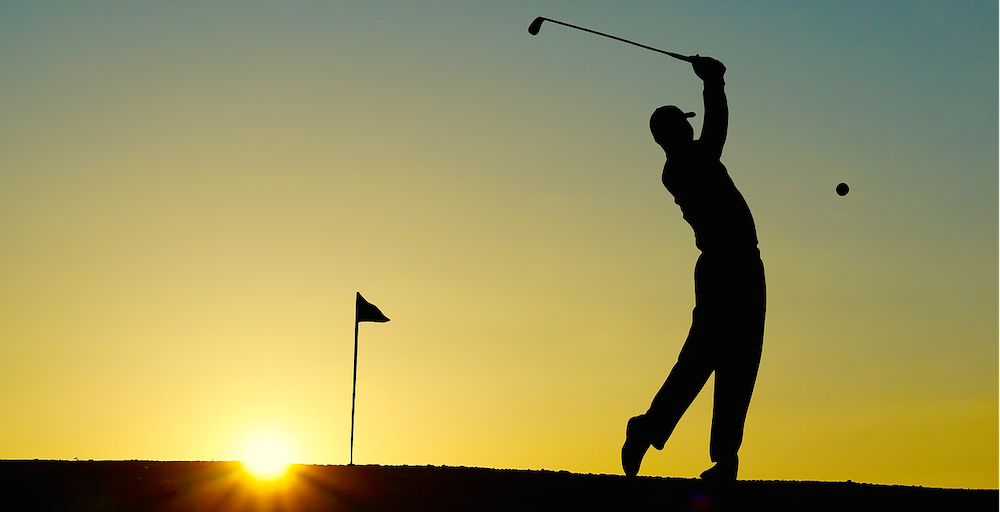 man-playing-golf-in-the-sunset