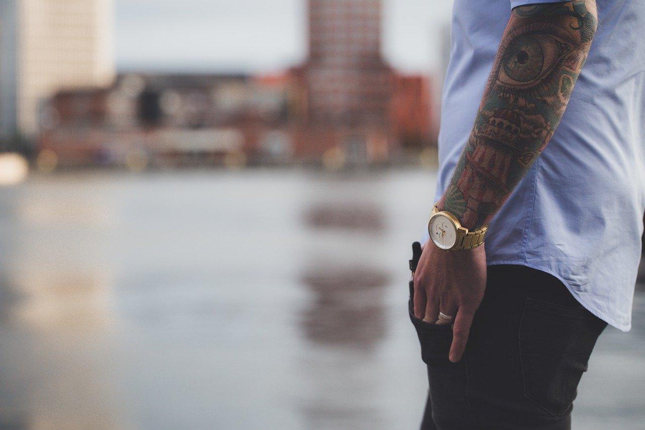 Man-wearing-watch