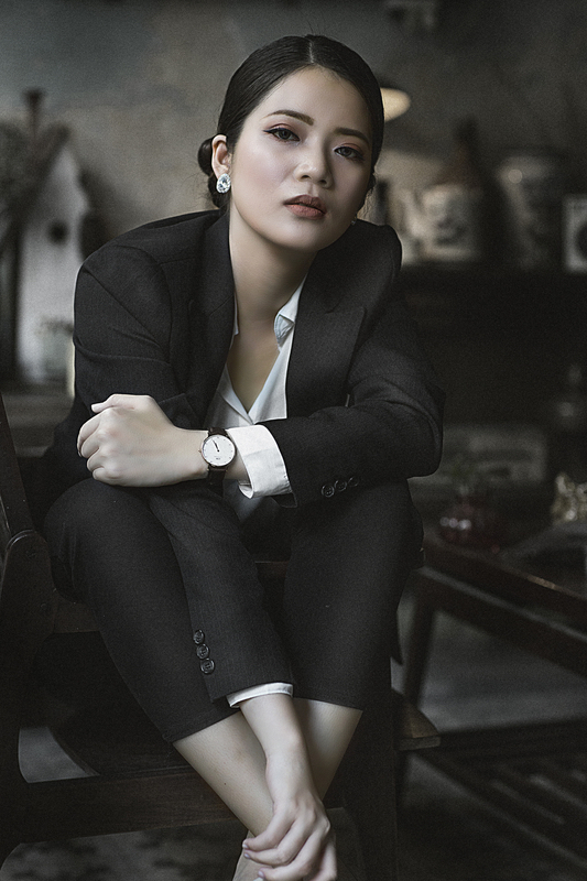 woman-wearing-suit-and-watch