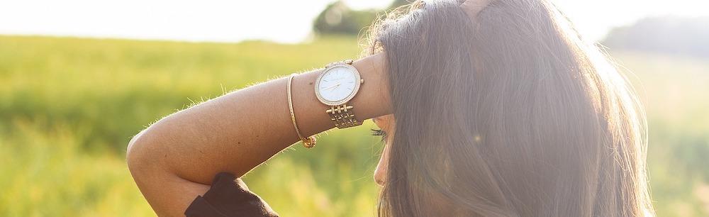woman-wearing-watch